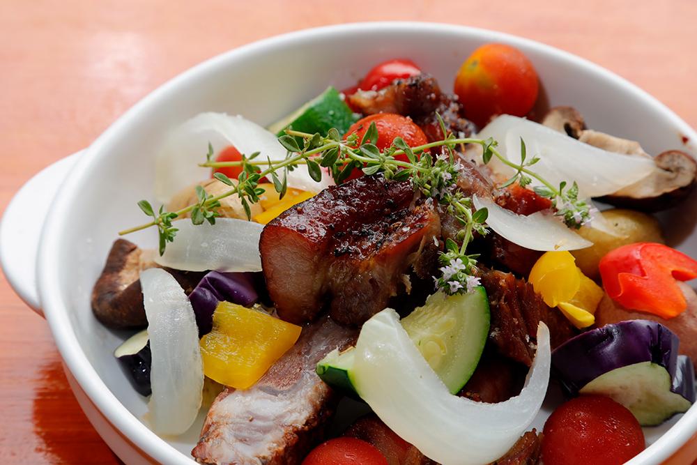スペアリブと旬の野菜の        カラフル焼き
